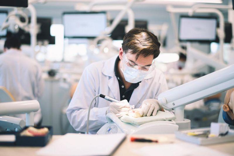 học kỹ thuật viên phục hình răng